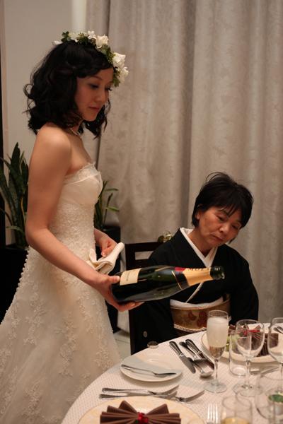 両親へ感謝をこめてシャンパンサーブ