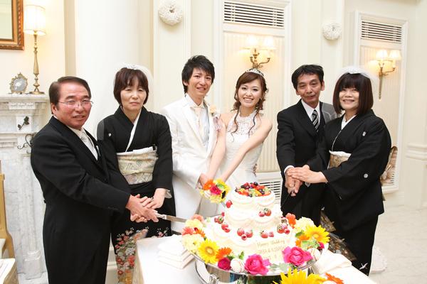 母の長年の夢、ケーキカットとファーストバイト☆6人で一緒に叶えました♪