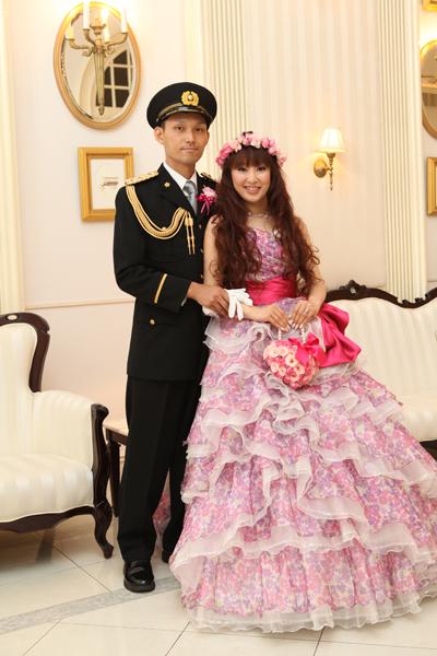 お色直しは憧れだった花冠と花柄ドレス&制服で♪
