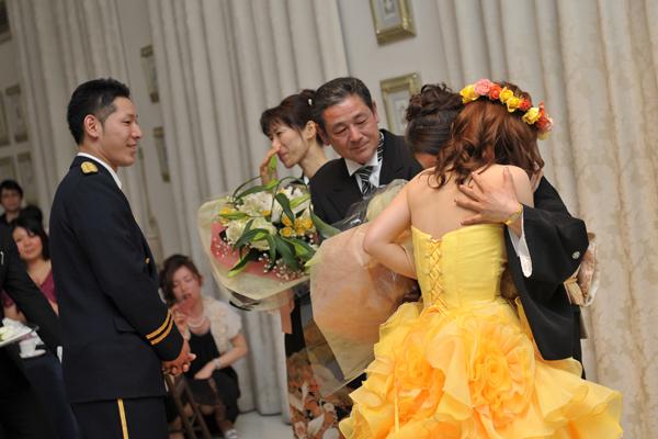 ママに花束を渡したら、色々な思いが溢れてママと2人で大号泣