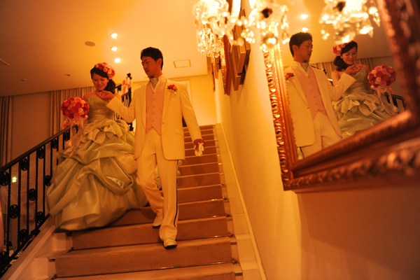 お色直し後、お気に入りのドレスにベストも桜色のピンクに*