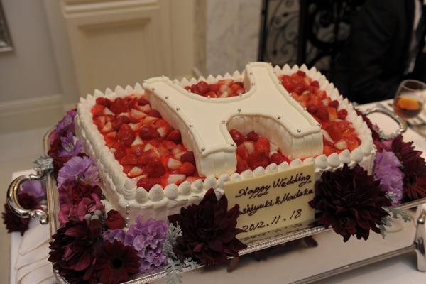 ご自慢のホンダロゴのウエディングケーキ