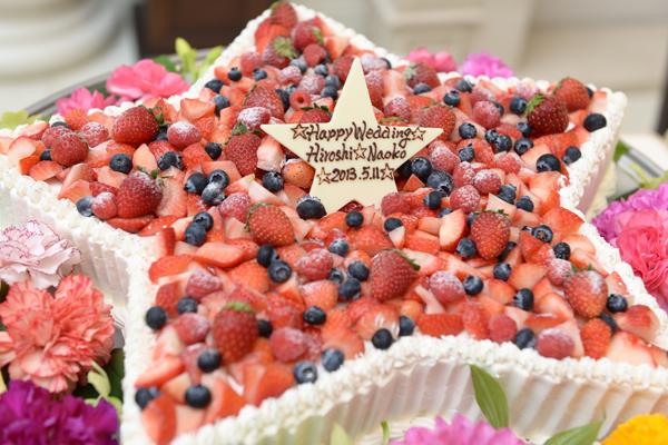 テーマの星をかたどったオリジナルのウェディングケーキも大好評でした