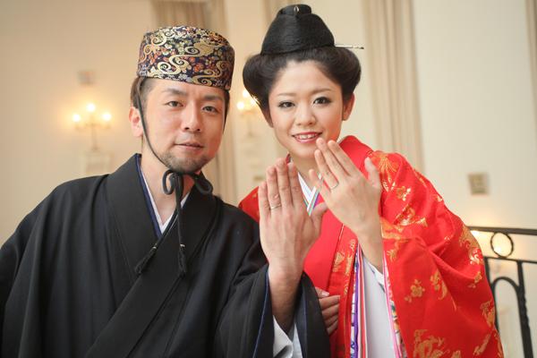 沖縄に縁ある二人のお色直しはサプライズの琉装!