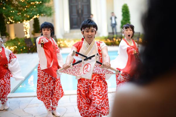 新郎自ら余興でよさこい♪新婦は目の前の特等席☆踊りに来てくれたメンバーにも感謝です!!