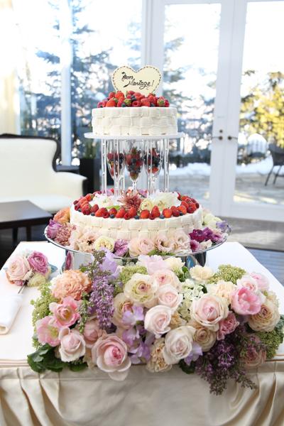 ゲストの方にも好評だったウェディングケーキ。他にも素敵なのは色々あったけど、これに決めて良かった。