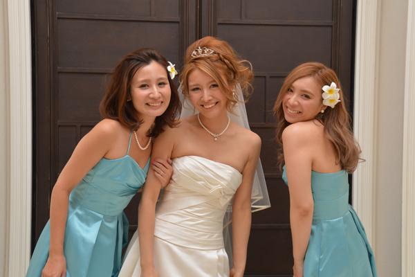 ブライズメイドになってくれた姉妹と中座退場。3姉妹の一生の思い出です♪