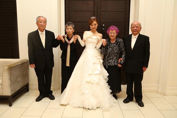 中座は熊本のおじいちゃんおばあちゃん&大分のおじいちゃんおばあちゃんと♪花嫁姿見せる事ができて良かった!!