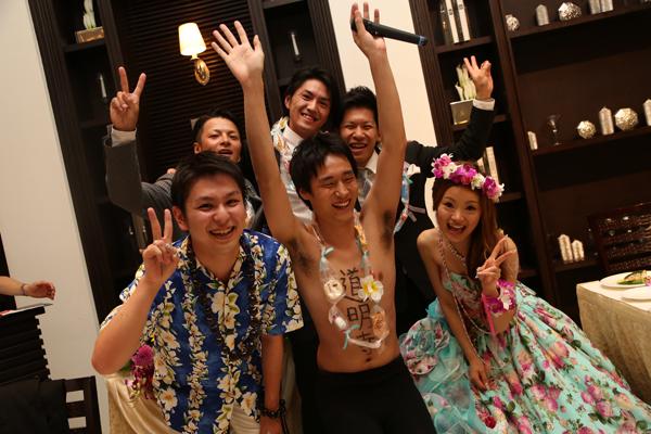 地元の友達が「One Love/嵐」歌ってくれました♪サプライズゲストも登場したり新郎も歌ったり♪MAHALO!!