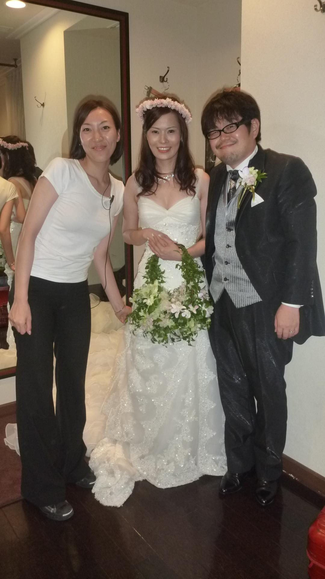 最後の最後までお世話になった植上さんと。特注で岡田さんに作っていただいたブーケバッグと花冠、大好評でした。