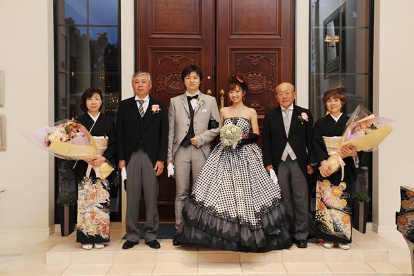 お色直しのドレスとタキシードは黒×白でお揃いにしました。