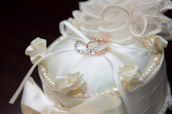 永遠の愛を誓った結婚指輪