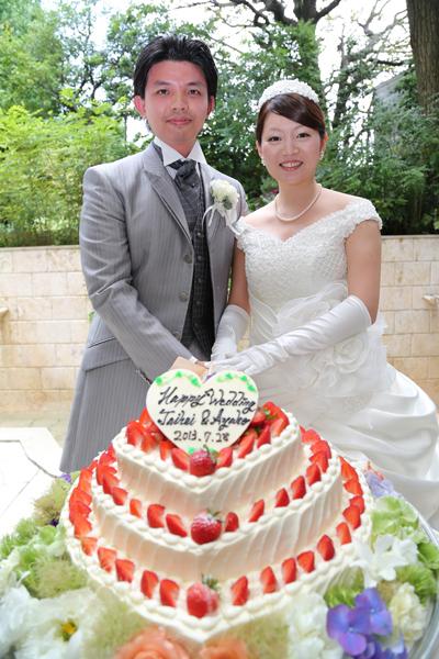 ケーキ入刀!初めての共同作業