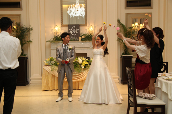 新郎へのサプライズでゲストも一緒にダンス!