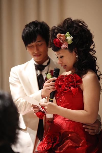 手紙のBGMは新婦両親へのサプライズで、新婦の姉にピアノを弾いてもらいました。