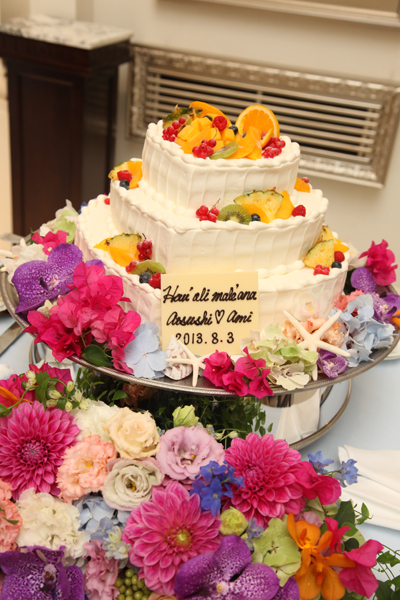 こだわったカラフルなお花&ケーキプレートはハワイの言葉