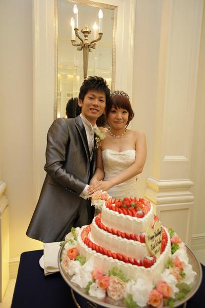ハートのケーキにケーキカット
