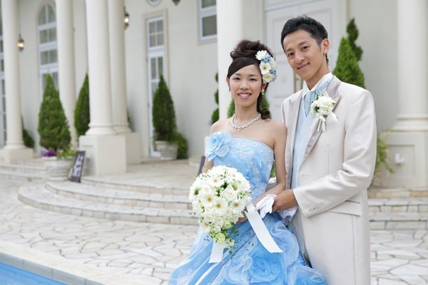 何着も試着させてもらったドレス、結局はホワイトもカラーも一番はじめに「これ着たい!」と思ったものに決定。