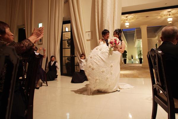 子どもの頃からの「結婚式でお姫様抱っこ」の夢が叶いました~♪