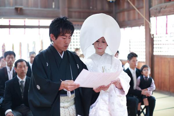 挙式はベイサイド近くの厳島神社にて親族のみで厳粛に