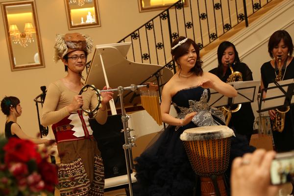 結婚式を演奏会にするのが実現! 演奏にご協力いただいた、ヤパニ!さん、兄や弟に感謝です。  新郎衣装は手作り  笑