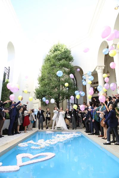 カラフルなバルーンでバルーンリリース 青空にバルーンがとてもキレイでした!!