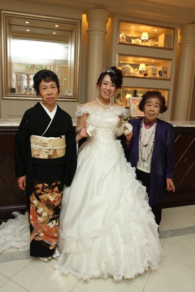 新婦の中座は祖母と母と3世代で。