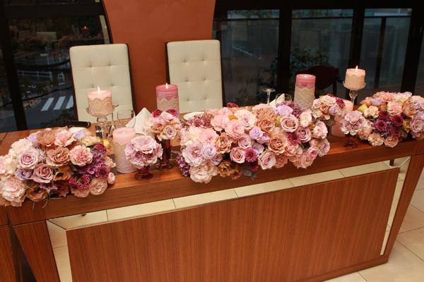 会場内はアンティークカラーでキャンドルと合わせてロマンティックな雰囲気に