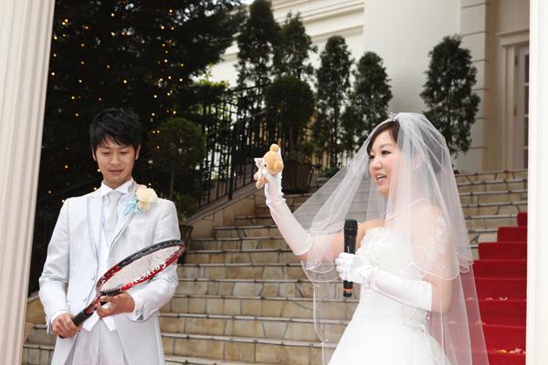 テニストスのワンシーン。ボールは新婦の大好きなリラックマにしました。