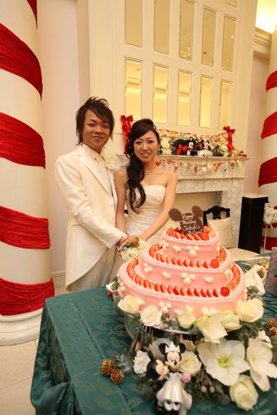 ピンクのミッキーケーキに入刀★