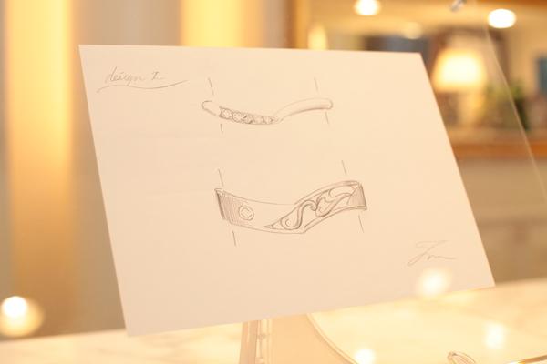 ウェルカムアイテムとして指輪のデザイン画を飾りました。