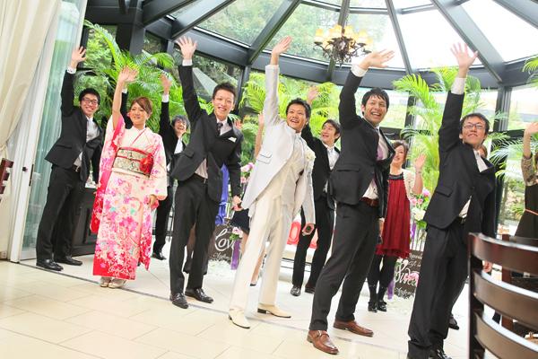 内緒で練習した新郎&友人達による歌とダンス!!