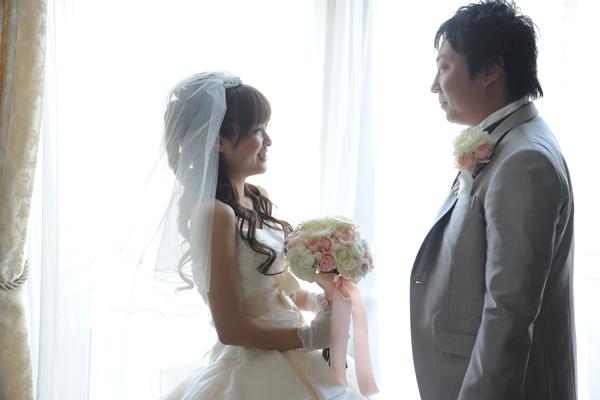 これから始まる結婚式にドキドキ