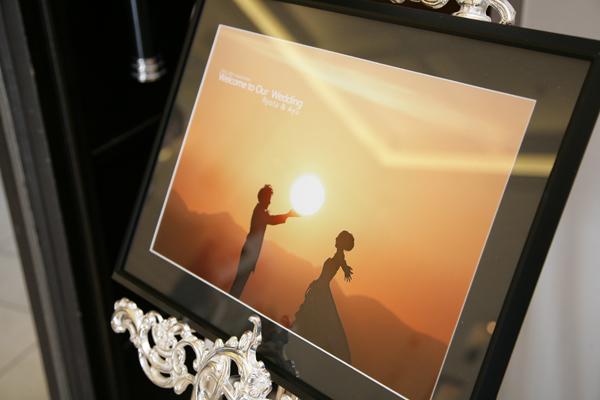 ウェルカムボードの写真は、地元富士山五合目で朝日をバックに