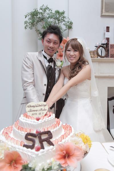 かわいいケーキにイニシャルも付けてもらいました