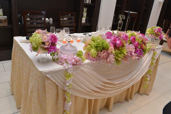 希望の色で作ってもらったメインテーブル素敵でした