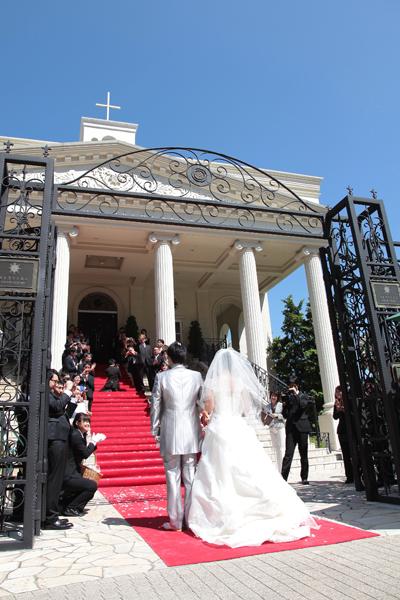ベイサイド迎賓館といえばの・・・大階段と赤い絨毯