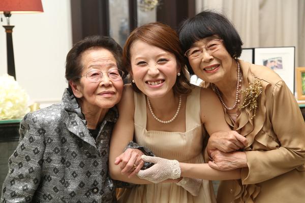 お色直し退場  おばあちゃんたちも喜んでくれました
