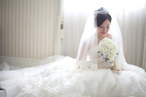 念願のウエディングドレス。フワフワのドレスに包まれて、いざ挙式へ!