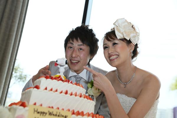 新婦様の大好きなスヌーピーもウェディングケーキと一緒に祝福♪