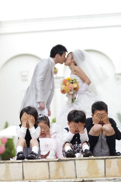 私がこだわって撮ってもらった写真です子供たちの目隠しが可愛い!!