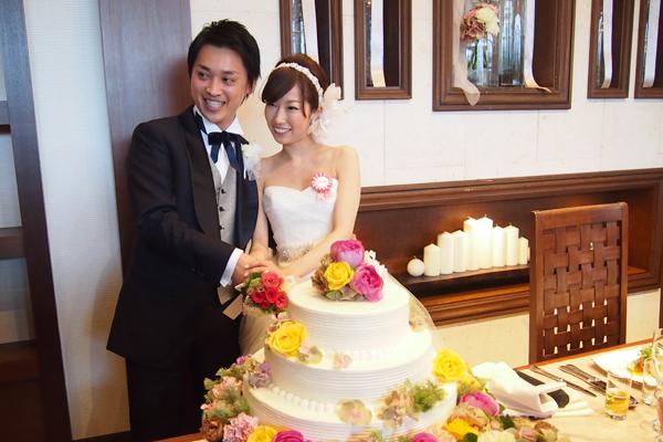 メインテーブルのお花。イメージ以上の仕上がりに、フラワーコーディネーターの藤田さんに感謝です!