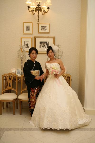 大好きな母と。この写真なしに結婚式は語れない。