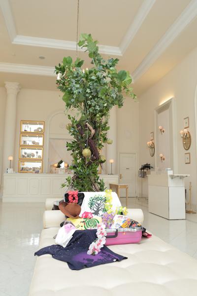 皆さん沖縄へようこそ!ガジュマルの木をイメージした装飾と沖縄民謡でお迎えしました♪