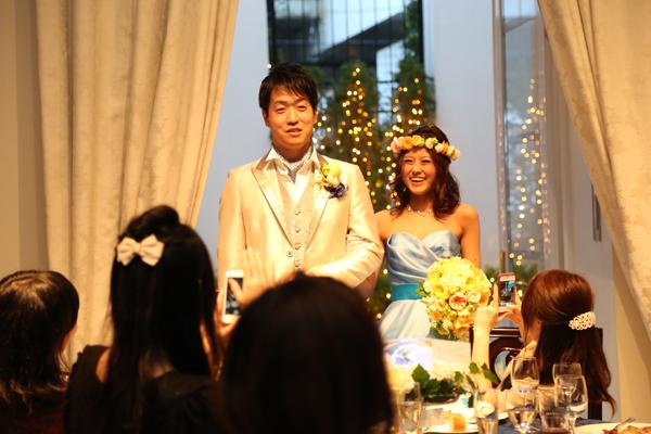 お色直しは一目惚れしたドレス☆スタッフの方々にご協力頂いた音楽と光の演出、ガーデンからサプライズ登場は大成功!