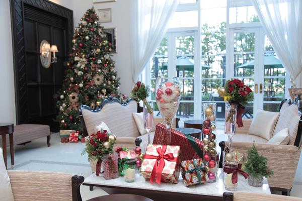 「ロビーはなんとなくクリスマスっぽく…」というぼんやりしたイメージも、スタッフさんによってこんなに素敵に実現しました!