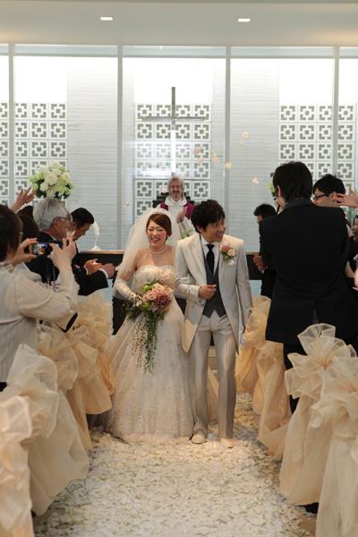 チャペルのお花の絨毯とチュールは絶対に譲れないと豪語