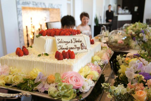 ケーキにはシェフ特製のごりらのサプライズが!