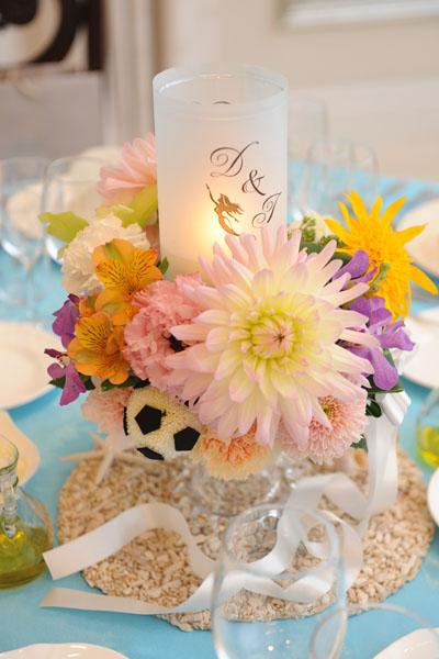 装花イメージは新婦の好きなリトルマーメイド★ <br /> テーブルクロスにもこだわって会場はまさにアンダーザシー