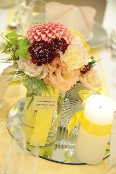 ゲストテーブルの装花。細かいところにもこだわりました。